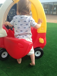 baby W loved his car in Victoria Playa!