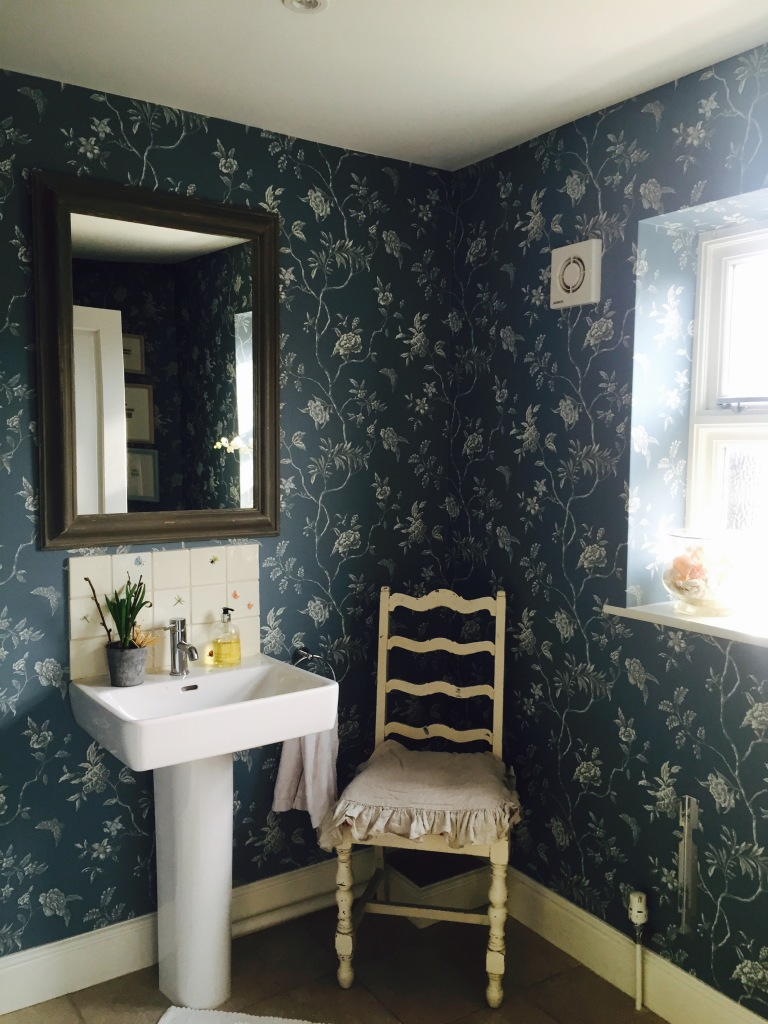 bathroom with beautiful wallpaper and tiles